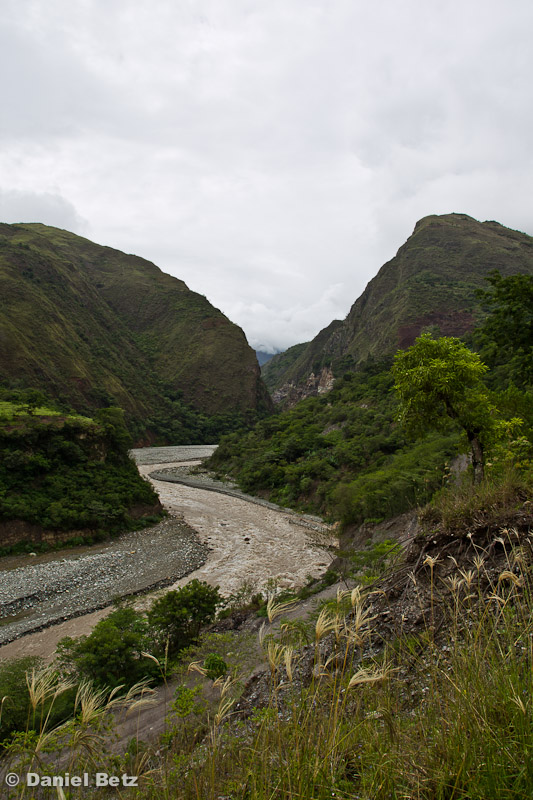 am Fluss entlang